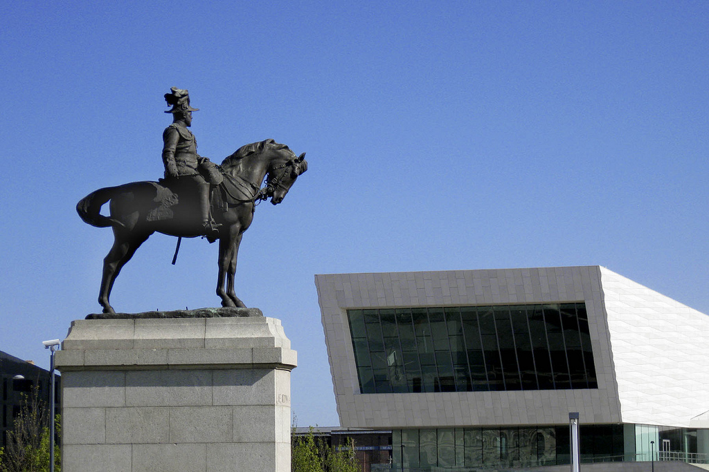 Photograph of the monument to Edward VII outside the Museum of Liverpool
